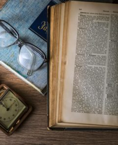 knowledge-book-library-glasses